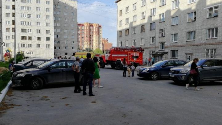 На Осипенко пожарные спасли семью, забывшую про ужин на включенной плите