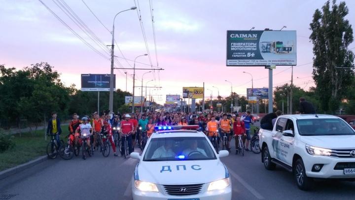 В первом ночном велопараде Волгограда приняли участие более 700 человек
