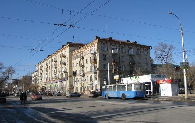 Ямы на Краснознаменской в центре Волгограда покроют пятисантиметровым слоем асфальта
