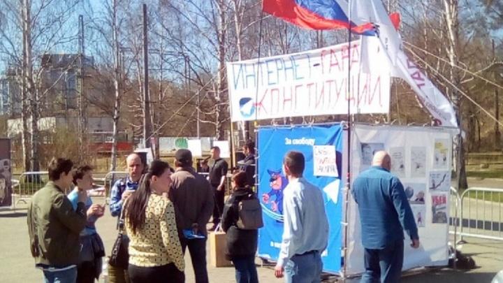 «Это последнее свободное пространство»: на митинг за свободу интернета пришли 60 пермяков
