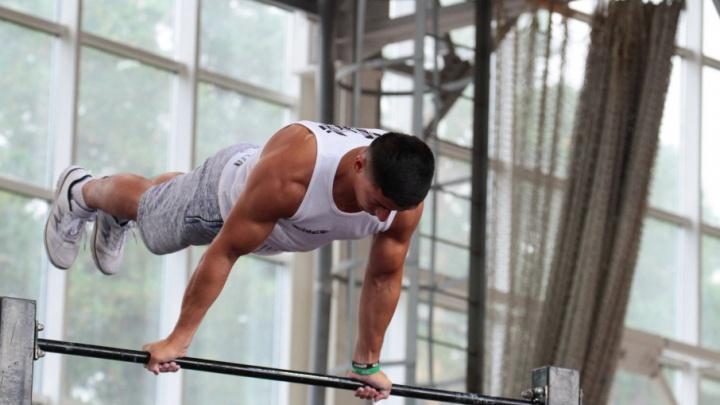 Сильные, гибкие и выносливые: мускулистые атлеты сразились на чемпионате по воркауту в Челябинске
