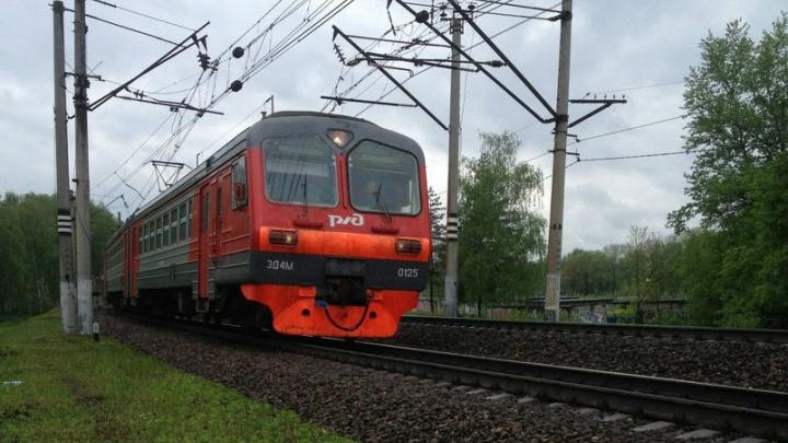 В Ярославле грузовой поезд задавил мужчину