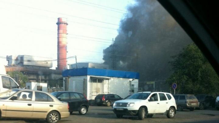 «Дороги заволокло дымом»: в плавильном цехе ЧЭМК произошёл пожар