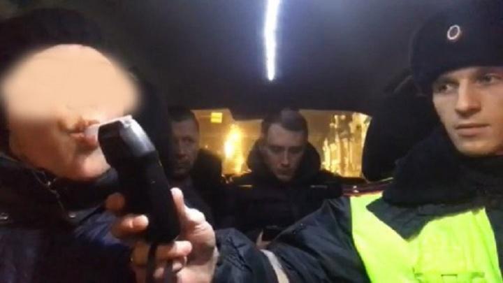Ход конем: в Тюмени пьяные участники аварии сообщили в полицию, что к ним приехали нетрезвые ДПСники