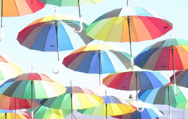 Администрация Волгограда начала борьбу с цветными зонтиками и счастьем на Аллее Героев