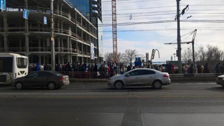 На остановках и в подземках Волгограда после авиашоу началась давка