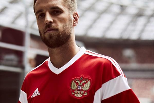 Новую форму уже примерил игрок сборной России Дмитрий Комбаров