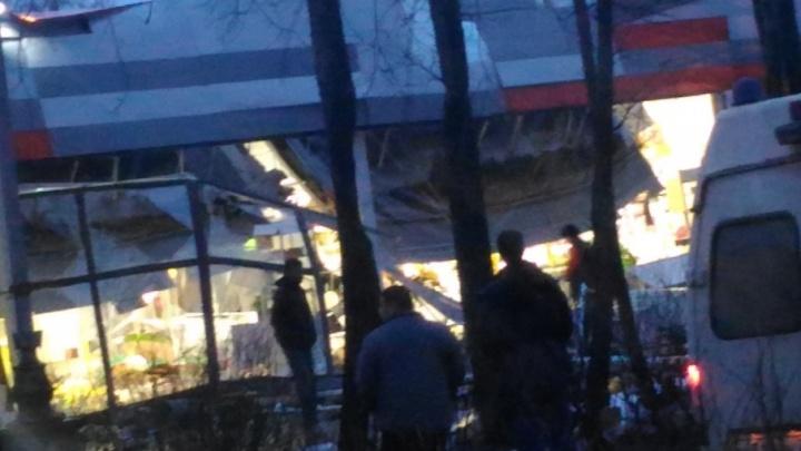 «Всё здание рушилось и падало»: в Ярославской области в супермаркете «Дикси» обвалилась крыша