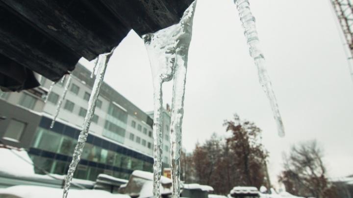 В Самаре две УК накажут рублем за снег и наледь на крышах