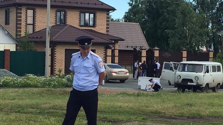 Киллер без головы: полиция просит помощи по делу о расстреле хозяина коттеджа в Копейске