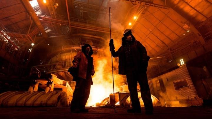 Новосибирский фотограф сделал завораживающие снимки с крупнейшего металлургического производства