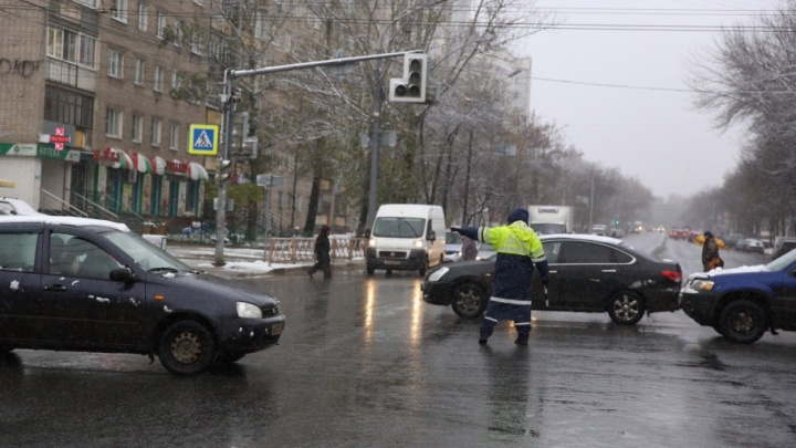 На крупной магистрали в Ярославле отключили несколько светофоров