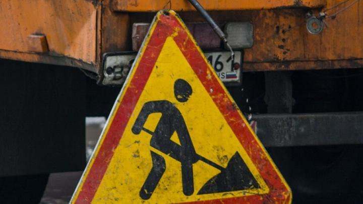 «Омолаживание покрытия»: эксперты объяснили причины налипания асфальта на трассе Ростов–Таганрог