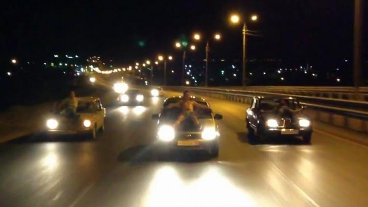 Участников ночного заезда по Третьей Продольной с парнями на капоте оштрафовали за нарушение ПДД
