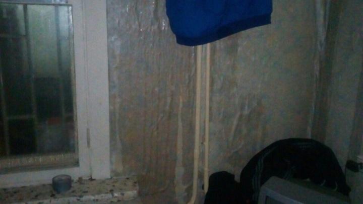 Несколько квартир в девятиэтажке на Седова затопило кипятком из-за прорыва батареи