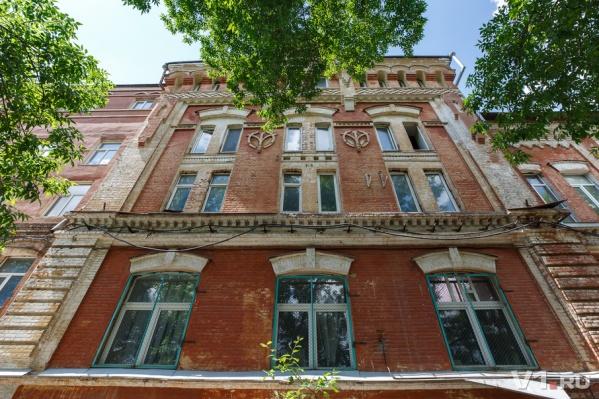 Колоритное здание в Центральном районе может стать офисным центром