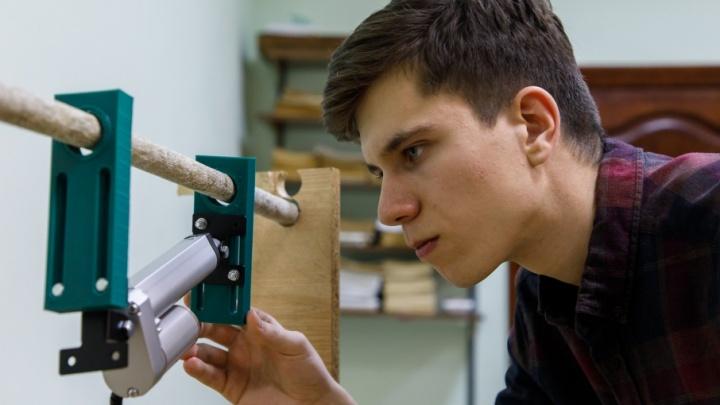 Студент из волгоградского политеха изобрел и показал Путину робота для охоты на сосульки