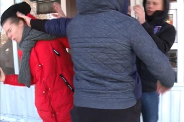 На журналистов напали на улице Клубной