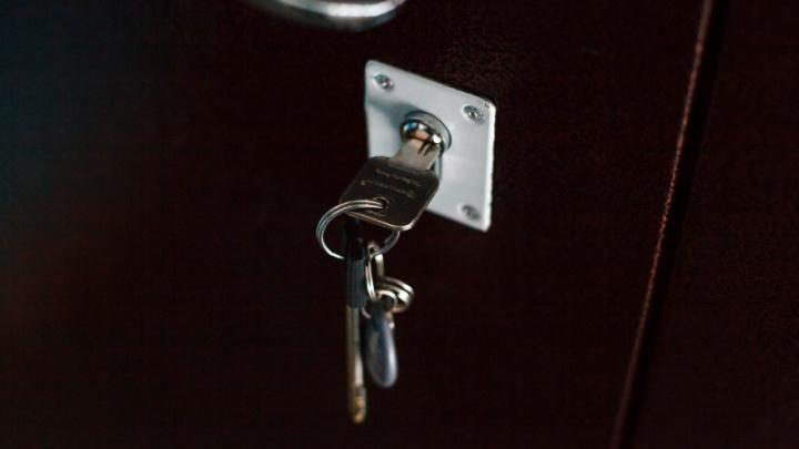 Строитель с дубликатом ключей обчистил дом тюменки на 400 тысяч рублей