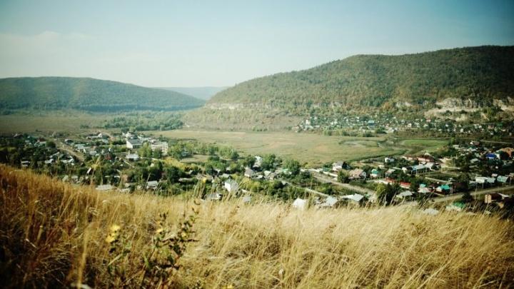 В Ширяево на горе Попова сделали балкон и поставили лавочки