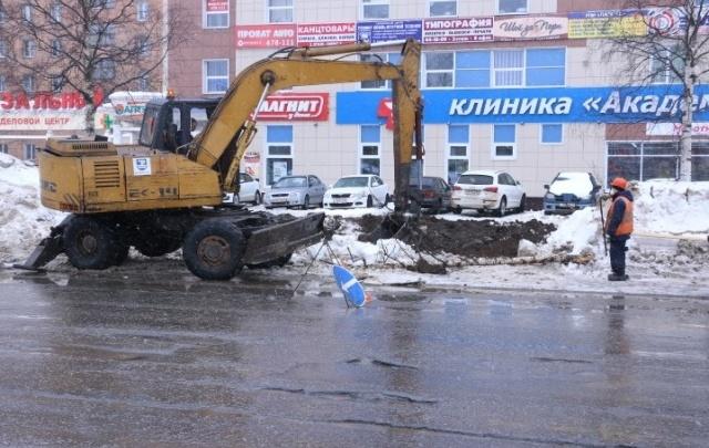 В Архангельске из-за аварии на водопроводе затоплен проспект Дзержинского