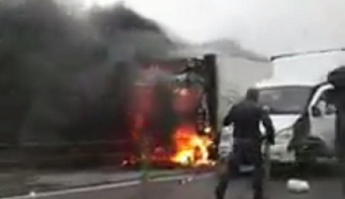 На трассе М-4 «Дон» загорелась фура: один человек погиб