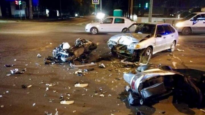 В Ростове легковушка протаранила два скутера: есть пострадавшие