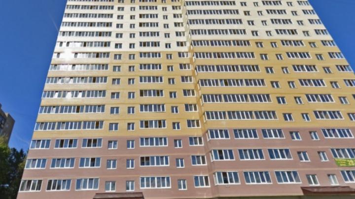 На Пятёрке мужчина упал с 14 этажа и разбился