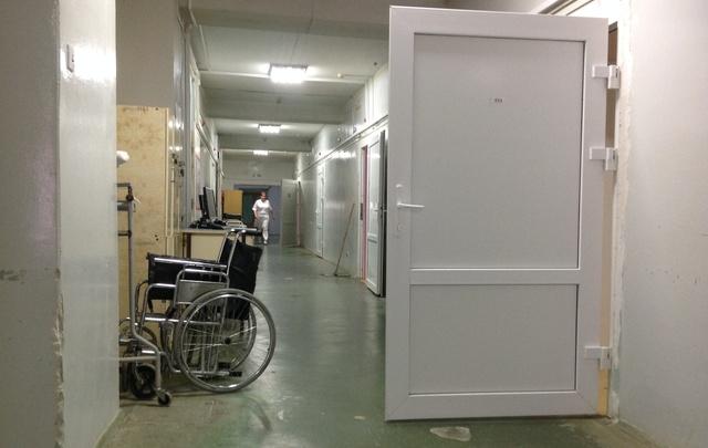 Смертельное падение мужчины с каталки в больнице Волгограда признано несчастным случаем