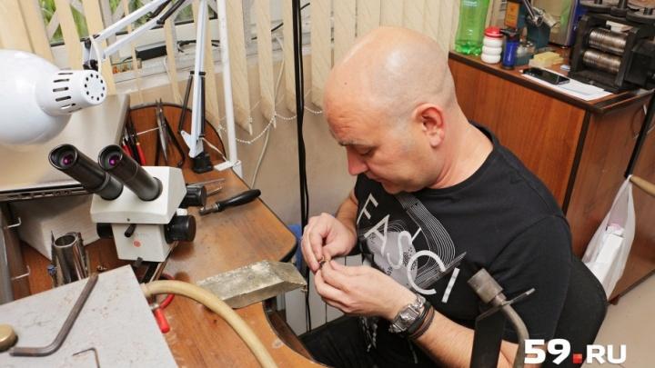 Я болею за работу: пермский ювелир – о проблемах со зрением, спиной и отравлении металлами