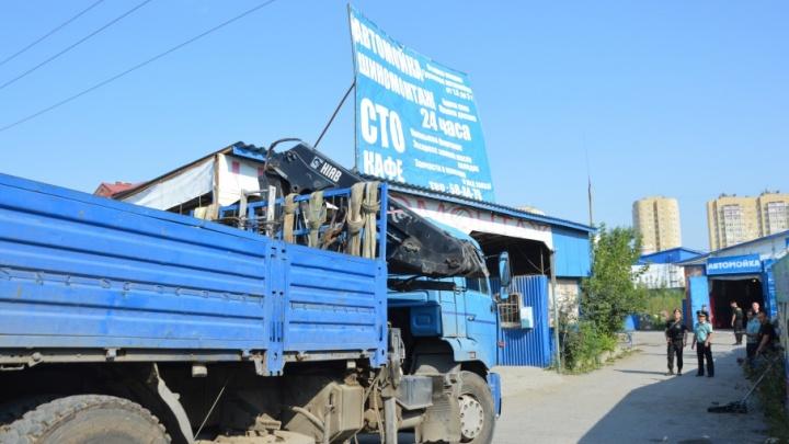 На Калужской сровняли с землей незаконный комплекс, где ремонтировали и мыли автомобили
