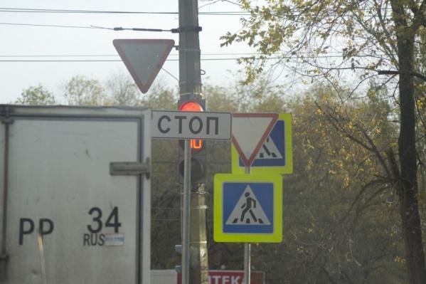 «СТОПОМ» в центре города загородили важный светофор
