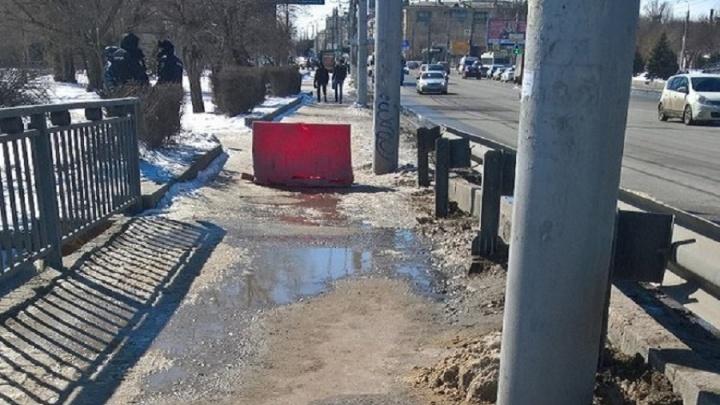 В Волгограде из-за Володина закрыли для пешеходов Астраханский мост