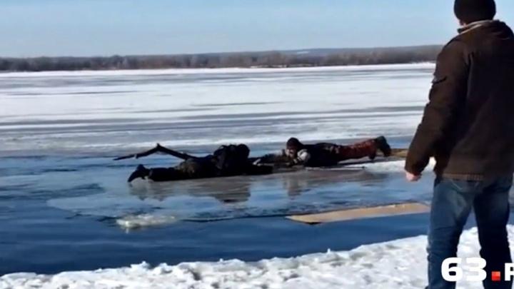 В Тольятти очевидцы спасли ушедшего под лед рыбака