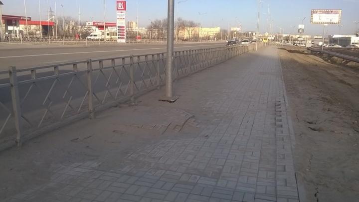 В Волгограде «поплыл» новый тротуар вдоль шоссе Авиаторов