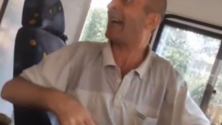 Водитель ростовского автобуса пообещал содрать кожу с безбилетника