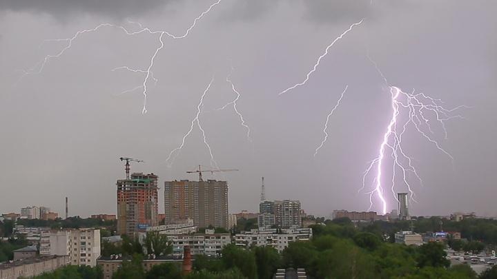 МЧС предупреждает о сильном ветре, граде и грозе в Самарской области