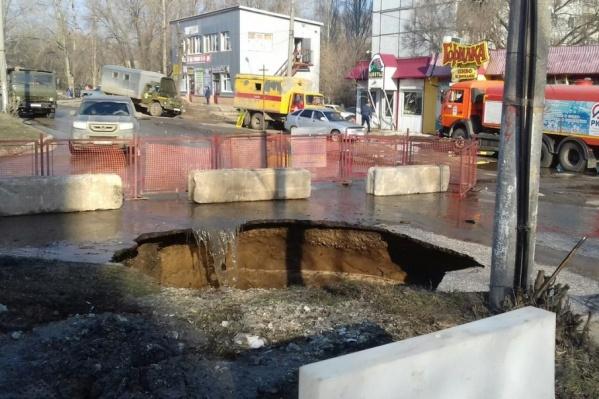 Из-за ремонта перекрыли дорогу