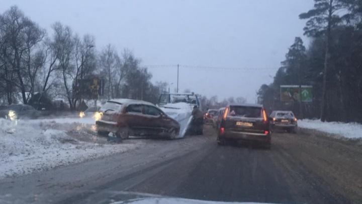 С проспекта-убийцы в Ярославле пришлось эвакуировать иномарку
