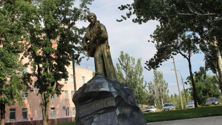 В Волжском споют и прочитают Высоцкого