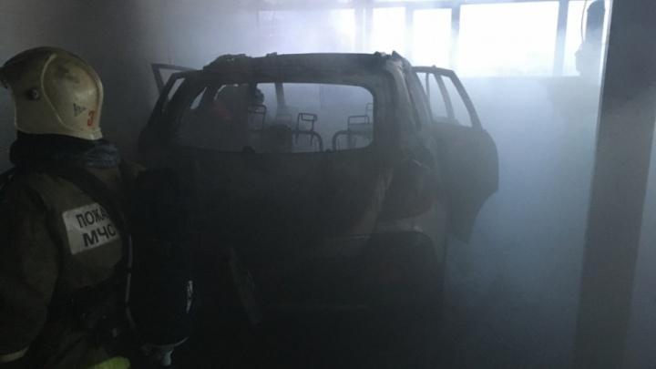Стали известны подробности пожара в автосалоне Ярославля