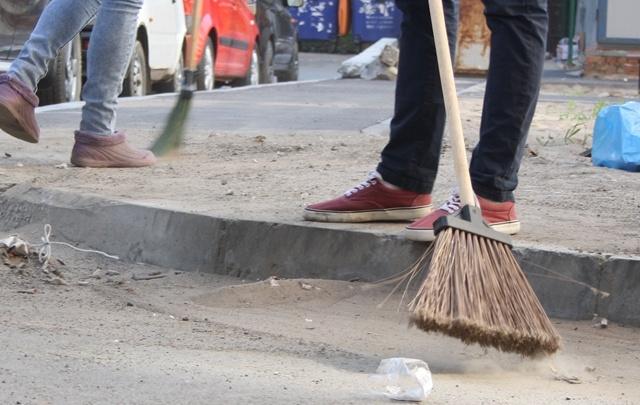 В Самаре матери-должницы по алиментам вышли на улицы с метлами