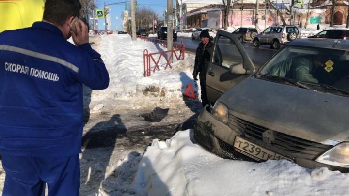 Такси с пассажирами протаранило скорую: водитель реанимобиля расплакался на месте аварии