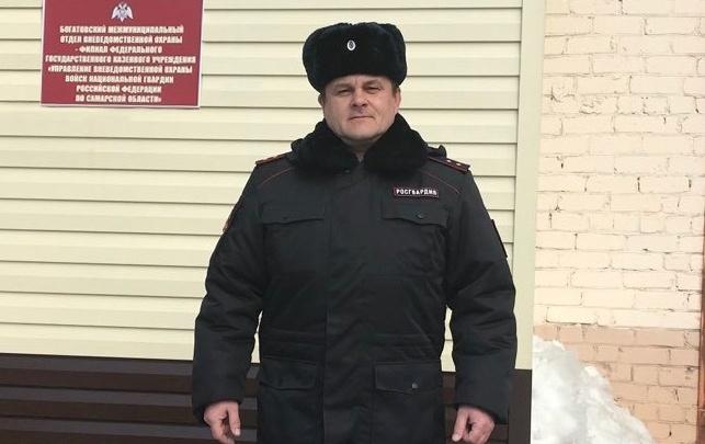 Нашел по звуку: в Самарской области сотрудник Росгвардии вынес соседа из пожара