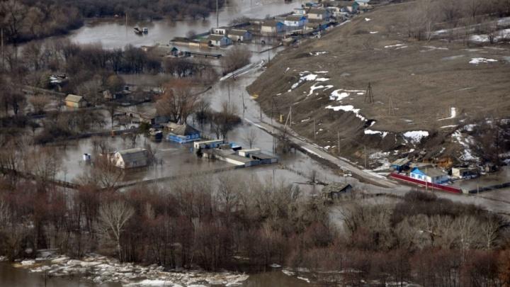 В Волгоградской области река Кумылга собралась выйти из берегов