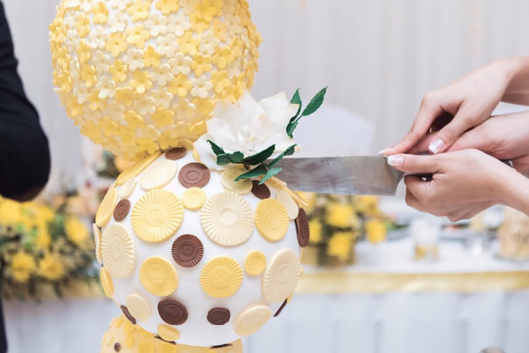По словам Ирины, она первой в России стала делать торты из шаров