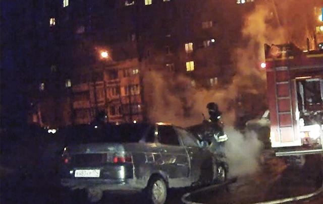 Полыхнувшая в Ленинском районе «десятка» попала на видео