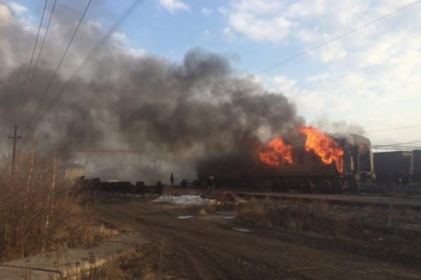 Столб дыма возник из-за контролируемого обжига вагонов, отправленных на утилизацию