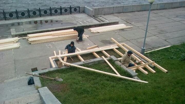 В Архангельске активисты начали работы по преображению набережной