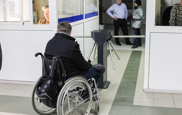 Челябинским инвалидам-колясочникам отказали в посещении бассейна